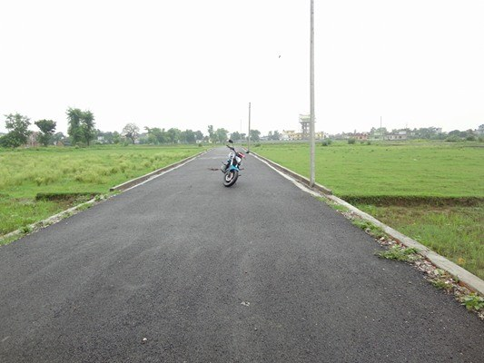 manigram-land-road